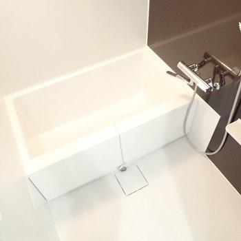 お風呂も綺麗!シングルレバーで使いやすそうです。