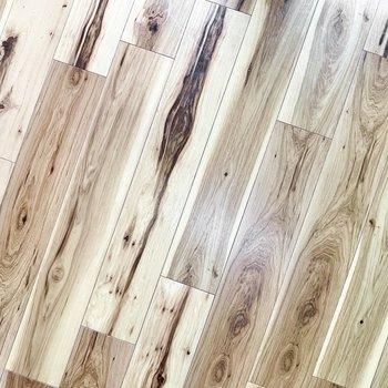 床は無垢風でナチュラルな雰囲気に。