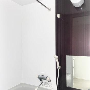 お風呂は浴室乾燥機付き! ※写真は通電前のものです。一部フラッシュを使用しています