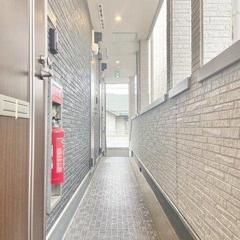 共用部の廊下はあまり広くないので、家具の搬入時には採寸が必要かも。