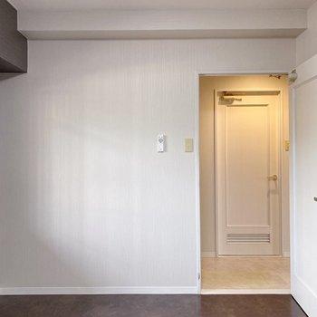 【洋室】どこもかしこも白と黒。可愛いな・・。