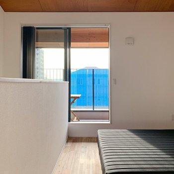 【2階】こちらは寝室として。(※家具・小物はサンプルです。)