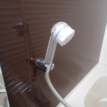 シャワーヘッドがクリア素材でした!