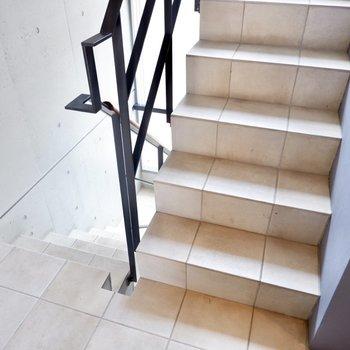 階段の幅は内覧時にもご確認を。