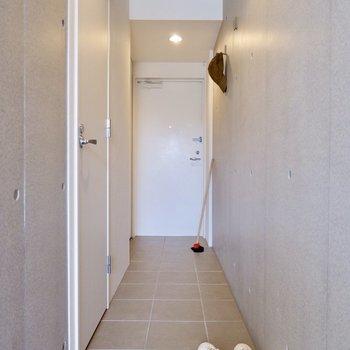 玄関は好きなところに区切って使うと良さそう。玄関マットを敷くのもいいですね。