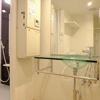 ホテルのような洗面台(※写真は2階の同間取り別部屋のものです)