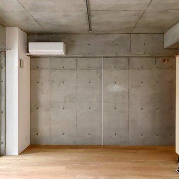天井と壁の大部分はコンクリート。熱帯夜、極寒夜でも快適に過ごせます。
