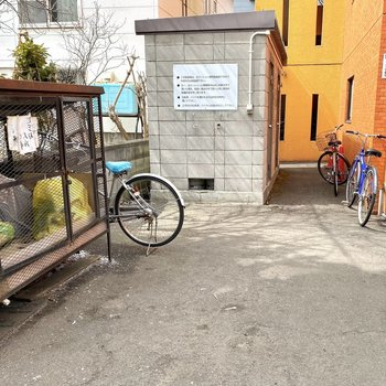 自転車も置けるようですね。