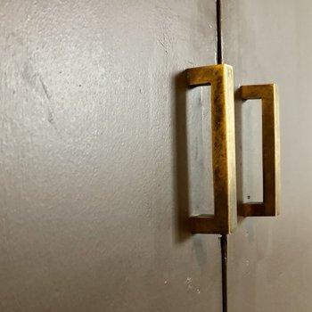 使い込んだ真鍮のようなデザインがいいんです。