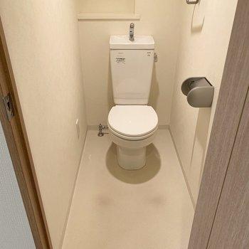 トイレの圧迫感はなさそうです。※写真は1階の同間取り別部屋のものです