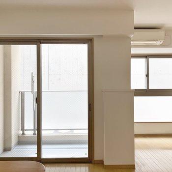 カウンターキッチンからの眺め。※写真は1階の同間取り別部屋のものです