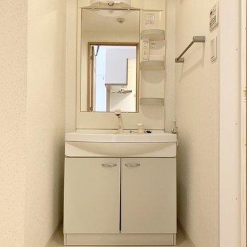 嬉しい独立洗面台。※写真は1階の同間取り別部屋のものです