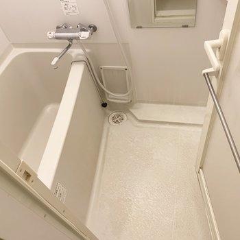 バスルームはシンプルですね。※写真は1階の同間取り別部屋のものです
