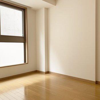 優しい光が差し込みます。※写真は1階の同間取り別部屋のものです