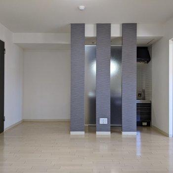 【LDK】3本柱でキッチンがわけられています。