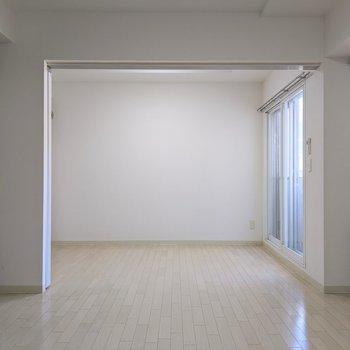 【LDK】扉を開くと開放感がありますね。