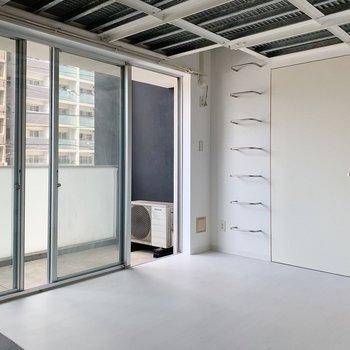 天井の感じも、ロフトへのはしごもかっこいい。(※写真は6階の同間取り別部屋のものです)