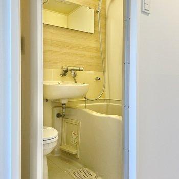 入浴時はカーテンで水はね防止をしましょう◯