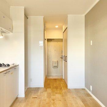 冷蔵庫や家電製品は収納の隣に置きましょうか。