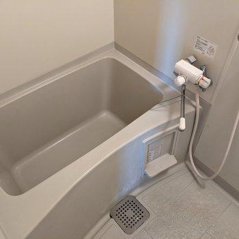 ゆったりと浴槽に入ることができます。