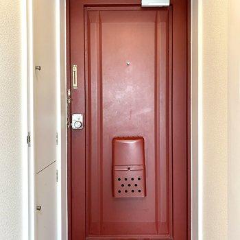 玄関はレトロな雰囲気。