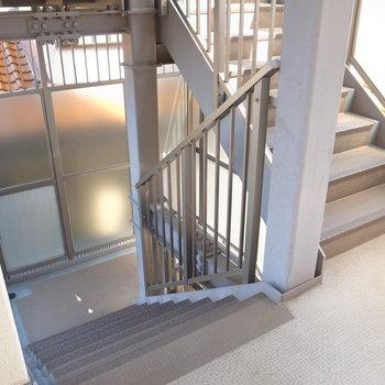 【共用部】お部屋までは階段で。2階なので疲れはほとんどありません。