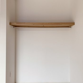 【2階】クローゼットはオープンタイプ。ハンガーを揃えて見せる収納を楽しみましょ◯