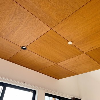 【2階】おお…天井もかっこいい…