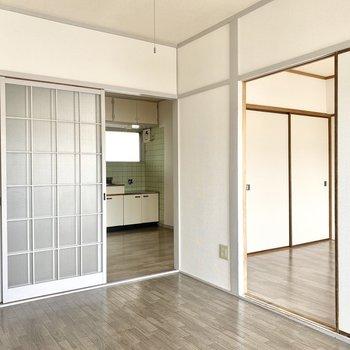 【洋室①】ドアを開けるとすぺてのお部屋につながっています。