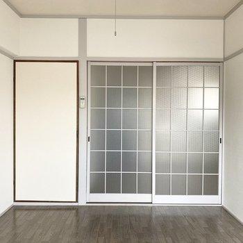 【洋室①】磨りガラスの障子がお部屋の雰囲気にマッチ!