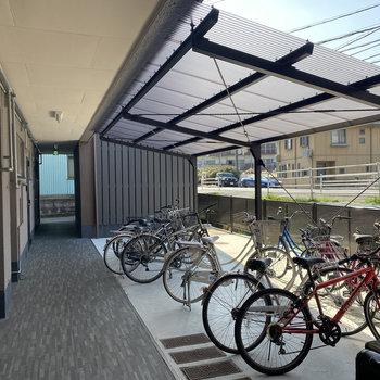 自転車置場は1階の共用部に。