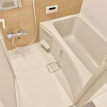お風呂はサーモ水栓・追い炊き・浴室乾燥機までついてます。(※写真は5階の同間取り別部屋のものです)