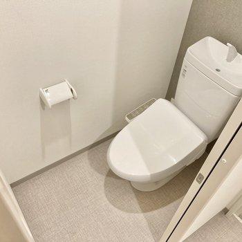 トイレはウォシュレット付き!(※写真は5階の同間取り別部屋のものです)