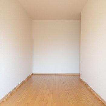 【洋室③】ここも家具が置きやすいですよ。