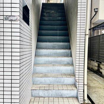 【共有部】エレベーターはないので階段をご利用ください。