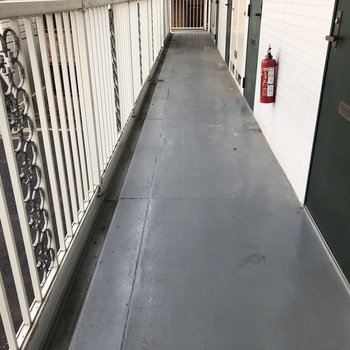 整備されている共用廊下で、キレイです
