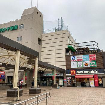 駅周辺にはスーパーや飲食店など生活のお店がたくさん。