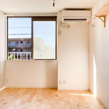 温かい陽の光が差し込みます※写真は1階の同間取り、別部屋のもの