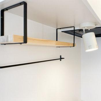 調味料や調理器具はこちらの棚へ※写真は1階の同間取り、別部屋のもの