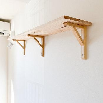 木の棚!雑貨や植物など、好きなものを飾りましょう!※写真は1階の同間取り、別部屋のもの
