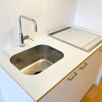 蛇口の位置が高いため、洗い物もしやすいですね※写真は1階の同間取り、別部屋のもの