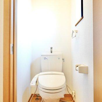 トイレもウォシュレット付きで機能性も揃っていますね。(※写真は同間取り別部屋のものです)