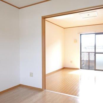 反対側にはもうひとつ洋室があります。(※写真は同間取り別部屋のものです)