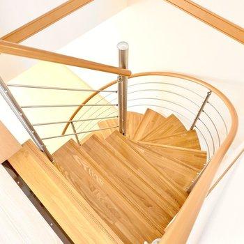 螺旋階段を駆け下りたら