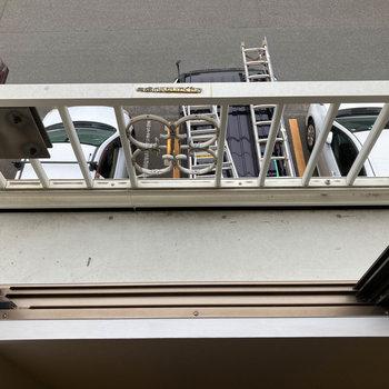 洗濯物が落ちないように柵付き。