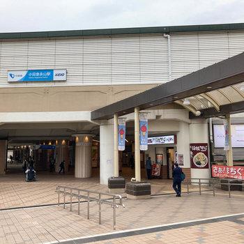 小田急永山駅は隣同士に並んでいます。
