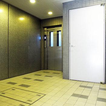 1階のエレベーター前。