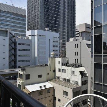 眺望はTHE・都会といったビル群。