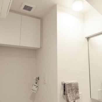 こちらの戸棚にはタオルなど。