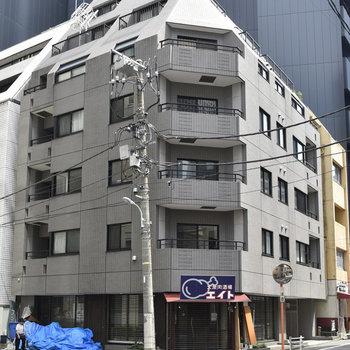 どっしりとした鉄筋コンクリート造マンションです。